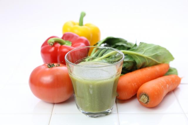 白髪改善・予防に野菜ジュースは効果的